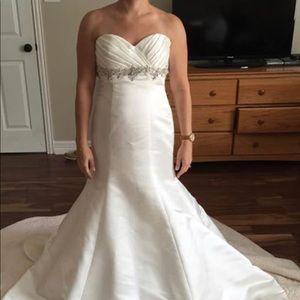 NWT Mori Lee wedding dress,size 6
